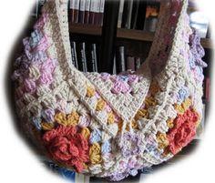Lanas, hilos y agujas: Cartera al crochet con flores en relieve