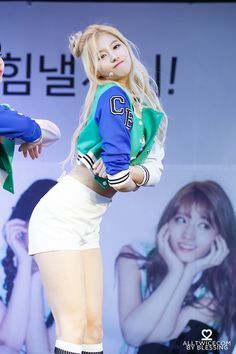 These 26 hi-res photos of TWICE's Sana prove she's the visual you've been waiting for Kpop Girl Groups, Korean Girl Groups, Kpop Girls, Stage Outfits, Kpop Outfits, Nayeon, Sana Cute, K Pop, Sana Momo