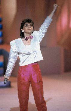 Sandra Kim, Eurosong Pride And Glory, Sparkling Eyes, 80s Music, Petite Women, Listening To Music, Childhood Memories, Interview, Vintage Fashion, Singer