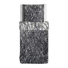 IKEA - SVÄRTAN, Bettwäscheset, 2-teilig, weiß/schwarz, 140x200/80x80 cm, , Die Satinwebart verleiht der Baumwolle seidigen Glanz und hohe Schmiegsamkeit.Verdeckte Druckknöpfe am Bezug verhindern, dass die Decke herausrutscht.Kammgarnbaumwolle sorgt für weiche, hautsympathische Bettwäsche mit besonders gleichmäßigem, glattem Gewebebild.Dichtgewebte feinfädige Garne sorgen für angenehmen Griff und lange Haltbarkeit.