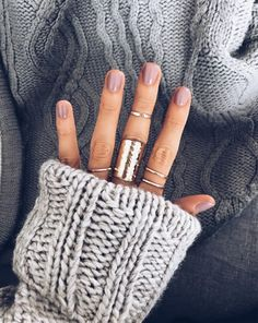 Semi-permanent varnish, false nails, patches: which manicure to choose? - My Nails Manicure Y Pedicure, Mani Pedi, Cute Nails, Pretty Nails, Hair And Nails, My Nails, Nail Ring, Fall Nail Colors, Nail Colors For Pale Skin