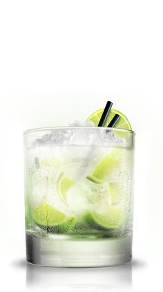 Caipirinha 4 lime wedges, 3 tsp sugar, parts Cachaca, crushed ice Caipirinha Cocktail, Vodka, Rio Games, Refreshing Cocktails, Lime Wedge, Mixed Drinks, Glass Of Milk, Wood Projects, Alcoholic Drinks