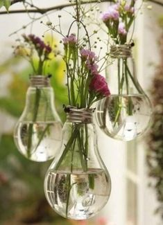 Gorgeous Window Design Ideas with Vase Flower Ornament - Page 10 of 29 Grand Vase Transparent, Vases En Verre Transparent, Diy Flowers, Flower Vases, Light Bulb Vase, Verre Design, Old Lights, Deco Floral, Decorating With Pictures