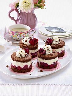 All love Black Forest cake! 19 irresistible interpretations - All love Black Forest cake! Fancy Desserts, Vegan Desserts, Delicious Desserts, Sweet Recipes, Cake Recipes, Dessert Recipes, Cake Au Nutella, Fig Cake, Black Forest Cake