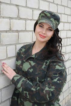 Valeriya Koshel Ukrainian Army Plus Size Summer Outfit, Summer Outfits, Military Women, Military Jacket, Die Füchsin, Best Army, Ukraine Women, Outdoor Girls, Angel Warrior