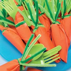Party Carrots ~ Plastic silverware never looked so cute! Roll your napkin and tie off with two different green colored pipe cleaners