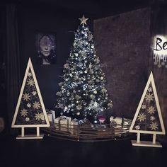 Zona de decor a bradului de Crăciun și Revelion creat pentru restaurantul Cielo. Wedding Decorations, Christmas Tree, Restaurant, Photo And Video, Holiday Decor, Instagram, Home Decor, Teal Christmas Tree, Decoration Home