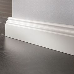 LOGOCLIC Sockelleiste  (Weiß, 2,6 m x 17 mm x 70 mm) Indoor Railing, White Baseboards, Baseboard Styles, Skirting Boards, Moldings And Trim, Kitchen Upgrades, Internal Doors, Home Bedroom, Room Decor
