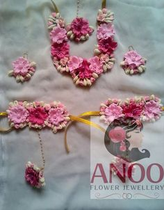 Elegant and designer flower jewellery for your #haldi #sangeet or #mehendi ceremony.To but contact 9566063678 .#indian #flowerjewelery #anooflowerjewellery #weddingjewellery #shaadi #flowers #tiara #choker #earrings
