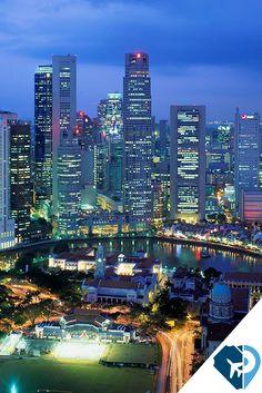 """#Singapur es una isla moderna que a su vez es un #país #ciudad #estado cuyo nombre significa la ciudad de los leones. El territorio del país consta de una isla principal (isla de Singapur y """"Pulau Ujong"""") y más de 60 islotes de un tamaño mucho menor. La capital es #CiudadDeSingapur y es uno de los principales centros financieros del mundo. Sin lugar a dudas, Singapur esta a la vanguardia. #PonteaViajar"""
