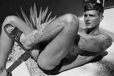 El glamour de Tony Duran. (Desnudos explícitos) - Cultura Inquieta
