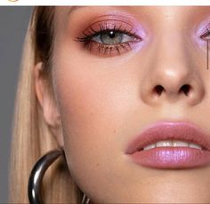 Eyeliner Make-up, Eyeshadow Makeup, Eyebrows, Hair Makeup, Blue Eyeshadow, Makeup Salon, Eyeshadow Palette, Glowy Makeup, Contour Makeup
