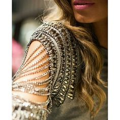 "#lookoftheday | Blusa correntes Mescla bordada em pedraria!!! <span class=""emoji emoji1f497""></span> Tamanhos: P e M _______________________ Compras ... Fashion Details, Diy Fashion, Ideias Fashion, Cut Up Tees, Tambour Beading, Lesage, Dressed To Kill, Diy Clothing, Beaded Embroidery"