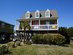 Holden Beach, NC - Amuse Me 428 OBW a 4 Bedroom Boulevard / Second Row Rental House in Holden Beach, part of the Brunswick Beaches of North Carolina. Includes Hi-Speed Internet