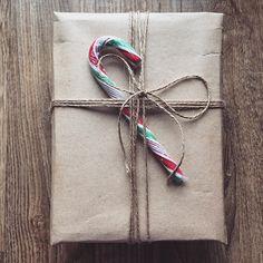 Подарочный бокс «Набор для глинтвейна» -стакан тематический -шоколад с рецептом глинтвейна -специ -корица (2 палочки+молотая) -бокс (+декор) И конечно же стильная упаковка бокса (на фото представлены 4 варианта) Если у вас есть какие то пожелания - пишите в Директ _______________________ По заказам direct / WA +7913-027-46-04 #подарочныйнабор #подарочныйбокс #боксвподарок #дляпраздника #box #giftbox #подарочныйбокс22 #барнаул #подаркибарнаул