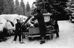 11Brasov, Poiana.Skier und Rodel werden am Auto festgemacht.11.1939