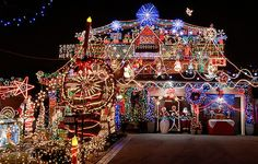 Exceptionnel House With Lots Of Christmas Lights