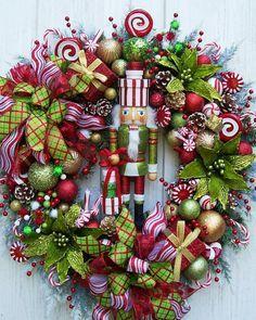 Lg. NUTCRACKER CHRISTMAS HOLIDAY Wreath por UpTownOriginals en Etsy