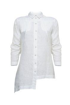 Elegantiški asimetrinės formos Julia Janus marškiniai. Klasikinė apykaklė, 3/4 rankovės, dvi kišenėlės priekyje. Dėvėkite po švareliu formaliam įvaizdžiui išlaikyti, arba vienus kai norite paprastesnio, laisvalaikį primenančio, derinio.  Sudėtis: 100% linas.