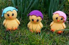 Nä nu är det väl dags för ett gratismönster igen!? Denna gången blir det en liten kyckling med äggskalet lite på sned. Dom ser lite bekymrad...