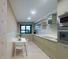 Cocina instalada en A Zapateira, máximo aprovechamiento del espacio, sin sacrificar estilo y sofisticación.