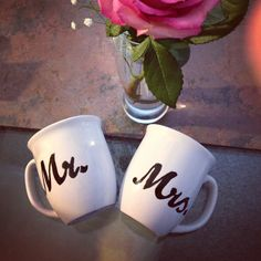 Making wedding coffee cups for a morning brunch wedding