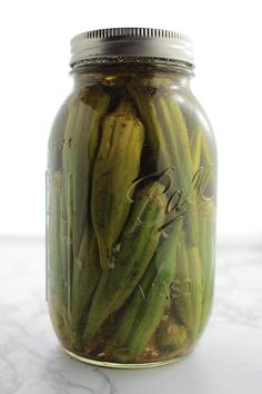Raw vegetables and avocado dip - Recipe Guide Canning Pickled Okra, Pickled Okra Recipes, Canning Pickles, Pickled Garlic, Canning Recipes, Kosher Pickles, How To Make Pickles, How To Pickle Okra, Home Canning