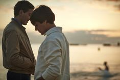 One of the greatest love stories every told, the seminal gay man's rite of passage novel/ biography of love from Timothy Conigrave, HOLDING THE MAN, finally gets a movie after 20yrs since publication via a superb stage play. HOLDING THE MAN requires abundant tissues and is out this Thur 27th August in Australia thanks to Transmission Films & Holding The Man Film. MUST SEE http://saltypopcorn.com.au/holding-the-man/