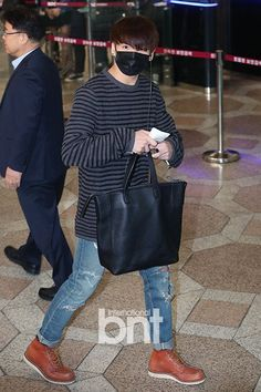 """ARMY Base on Twitter: """"Press Photos of #BTS at Gimpo Airport on their way to Japan, 160321."""" #JUNGKOOK #정국"""
