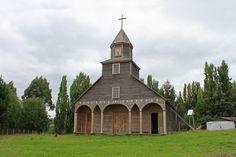 Iglesia de Ichuac, Chiloé, Chile. Iglesias, Cabin, House Styles, Home Decor, Google, Temples, Islands, Countries, Mosques