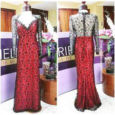 Rojo y negro... Súper elegante fue la opción de nuestra clienta Lissette Núñez para una recepción matrimonial
