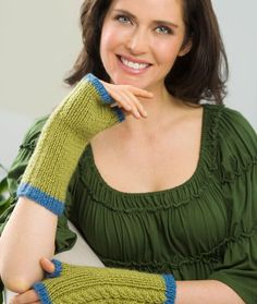 Free Knitting Pattern for Twin Cables Wristers - Grace Alexander's easy fingerless mitts have a design that will work for women and men. Fingerless Gloves Knitted, Crochet Gloves, Knit Mittens, Knitted Hats, Knitting Designs, Knitting Patterns Free, Knitting Ideas, Knitting Projects, Knitting Accessories