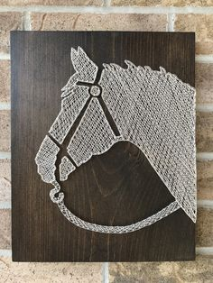 My latest horse piece. My latest horse piece. Cross Wall Art, Vinyl Wall Art, Wall Art Decor, Anchor String Art, Nail String Art, String Art Templates, String Art Patterns, Arte Equina, Paint Chip Art