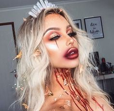 Looking for for ideas for your Halloween make-up? Check out the post right here for creepy Halloween makeup looks. Creepy Halloween Makeup, Halloween Eyes, Halloween Inspo, Scary Makeup, Halloween Makeup Looks, Halloween 2018, Halloween Halloween, Horror Makeup, Gypsy Halloween Costumes