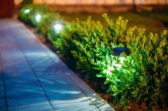 <p>Lâmpadas e luminárias aplicadas de forma adequada podem transformar e valorizar a área externa</p>