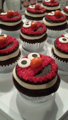 Elmo cupcakes : a chocolate cookie on a cupcake Elmo Birthday, Birthday Parties, Elmo Cupcakes, Icing, Party Ideas, Sweets, Cookies, Chocolate, Desserts