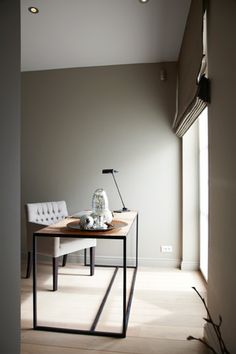Beautiful fabric chair paired with metal and wood desk! Workspace Design, Home Office Design, Home Office Decor, Home Decor, Contemporary Interior, Luxury Interior, Interior Architecture, Tadelakt, Interior Decorating