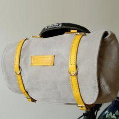 Une sacoche sous la selle / A money-bag under the saddle