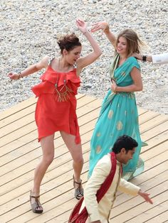 Jessica Stroup and AnnaLynne McCord dance for 90210