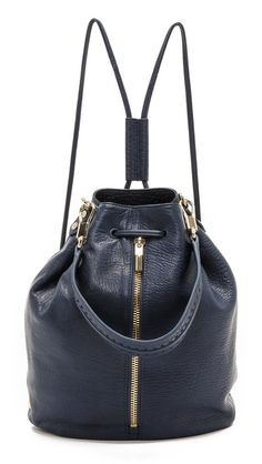 love this bucket bag backpack