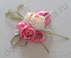Interesting and useful links to diy fabric flower Ribbon Art, Diy Ribbon, Fabric Ribbon, Ribbon Crafts, Flower Crafts, Fabric Crafts, Ribbon Rose, Cloth Flowers, Satin Flowers