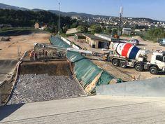 CEMEX France participe à la #rénovation de la piste de #BMX qui accueillera les prochains championnats de #France en Juillet 2016 grâce à sa solution #NuantisPerméable. Ce #béton permet de drainer les eaux de pluie vers le sous sol limitant ainsi les effets de l'eau stagnante.  #FédérationFrançaisedeCyclisme (#FFC) #construction #BTP #cyclisme