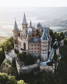 Hoh Hohenzollern Castle As with Buckingham Palace in London or Bellevue Palace in Berlin, the royal Prussian flag only flies when the boss is at home. As soon as Georg Friedrich Prince of Prussia visits the castle, Beautiful Castles, Beautiful Buildings, Beautiful World, Beautiful Places, Buckingham Palace, Places To Travel, Places To Go, Germany Castles, Castle House