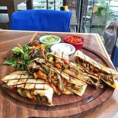 Etli Sebzeli Quesidilla - The Hunger Cafe & Brasserie / Gayrettepe,  Bulvar 216 Ataşehir,  İstanbul, Diyarbakır  TEL: 0 212 288 32 27 Fiyat : 29 TL