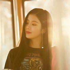 IZONE KWON EUNBI 권은비 [ ♡ ] Kpop Girl Groups, Kpop Girls, Yu Jin, Japanese Girl Group, Woollim Entertainment, Famous Girls, Golden Child, Soyeon, K Idols