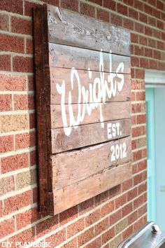 Create a DIY pallet sign with your family name on it to add to your backyard or patio. Such an easy and personalized project for any outdoor space. #palletsign #outdoors #patiodecor