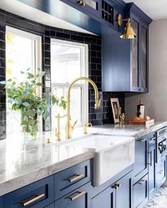 When you'd like to recreate your kitchen, you should start with the layout. Designing a tiny kitchen can be very useful and budget-friendly>>>> 45 Innovative Small Kitchen Design And Organization Ideas – Embracing a Minimalist Layout Kitchen Redo, Home Decor Kitchen, Interior Design Kitchen, Kitchen Furniture, Home Kitchens, City Kitchen Ideas, Kitchen With Farmhouse Sink, Modern Small Kitchen Design, Blue Kitchen Ideas
