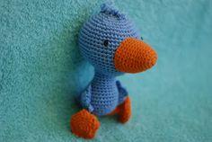 Crochet Books, Book Characters, Dinosaur Stuffed Animal, Projects To Try, Diy, Animals, School Ideas, Pom Poms, Amigurumi