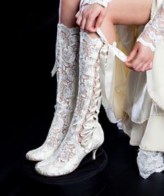 Vintage Lace Wedding Boots - 'Evangeline Elliot' Cute for a country wedding :) Victorian Boots, Vintage Lace Weddings, Wedding Boots, Cowgirl Wedding, Steampunk Fashion, Steampunk Boots, Bridal Shoes, Ideias Fashion, Shoe Boots