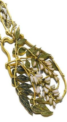 Rene Lalique Necklace Wisteria 62 centimeters of alternating links and a central pendant featuring westeria decorated floral and leaves motif R. Lalique Long Chain Necklace